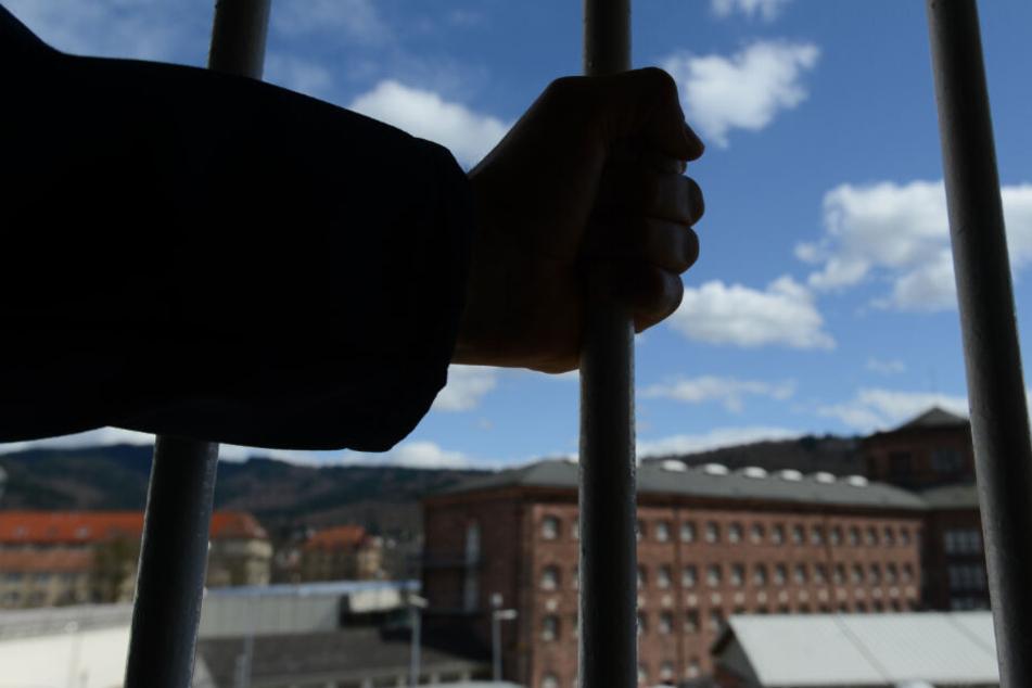 Der Tatverdächtige sitzt in U-Haft. (Symbolbild)