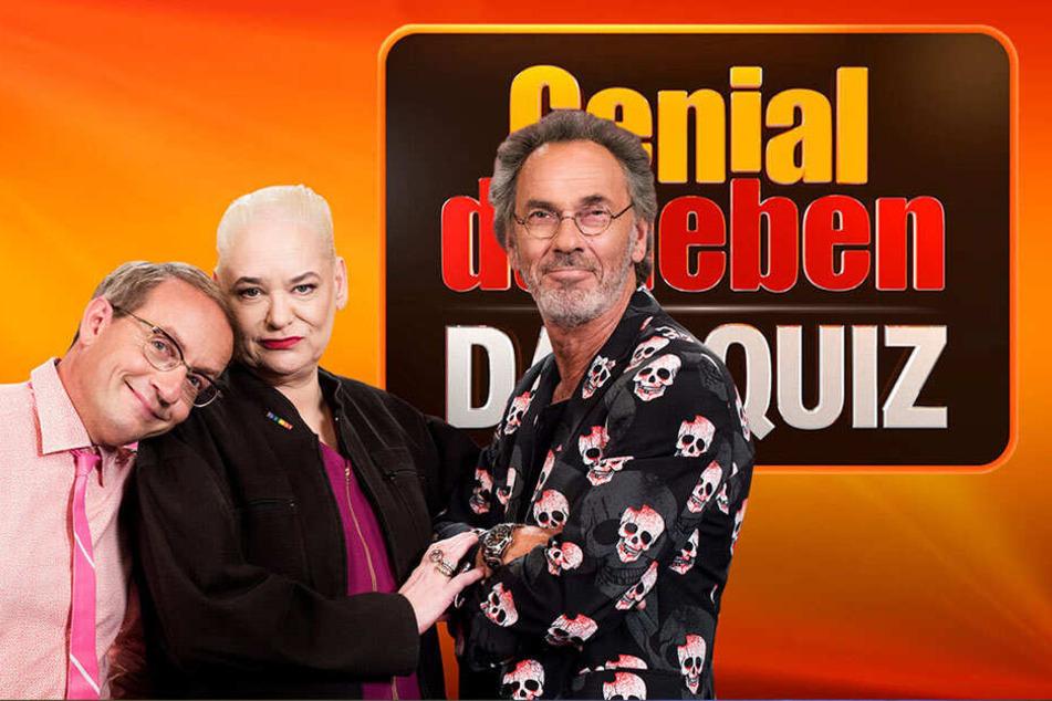 Waren weit von der richtigen Lösung entfernt: Die Comedians Wigald Boning (52) und Hella von Sinnen (60), daneben Moderator Hugo Egon Balder (68).