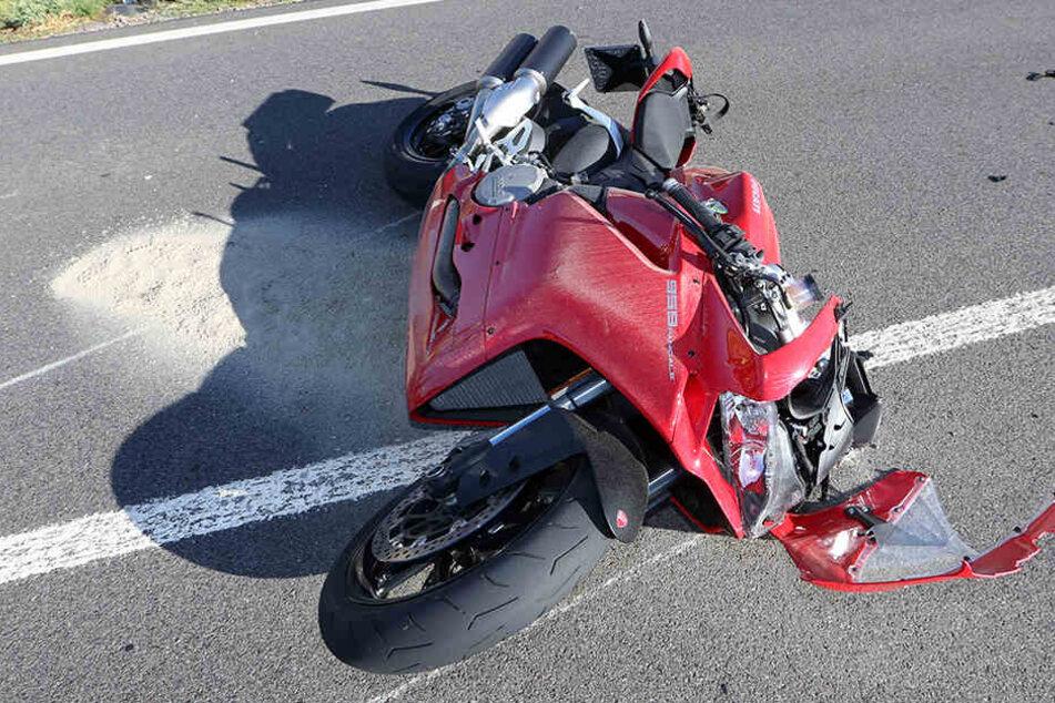 Der Fahrer der Ducati war auf ein Auto aufgefahren und gestürzt.