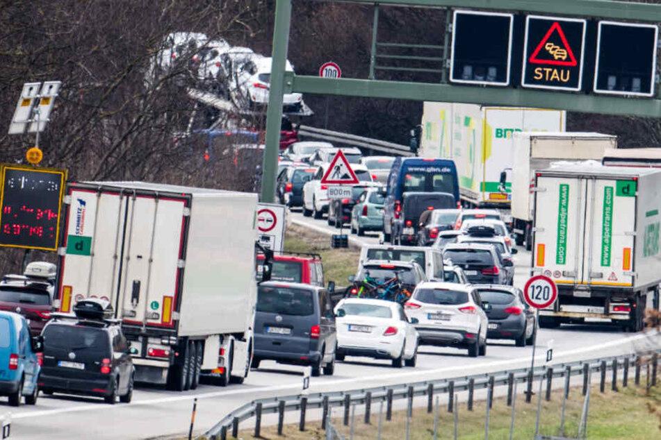 Auf der Autobahn 99 ging nach einem Verkehrsunfall nichts mehr. (Archivbild)