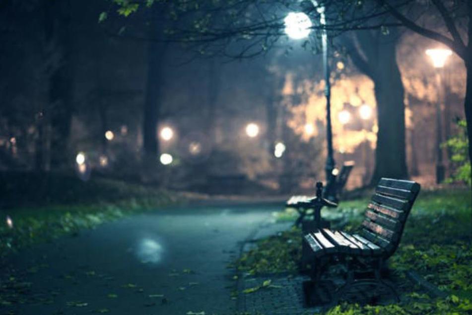 Ein 16-jähriges Mädchen wurde im Wordgarten in Quedlinburg von einem Mann in Bomberjacke vergewaltigt.