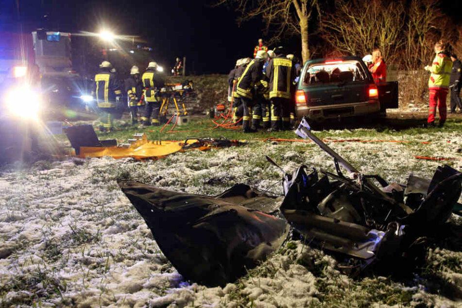 Die Feuerwehr befreite den 33-Jährigen im Kreis Biberach aus seinem Geländewagen.