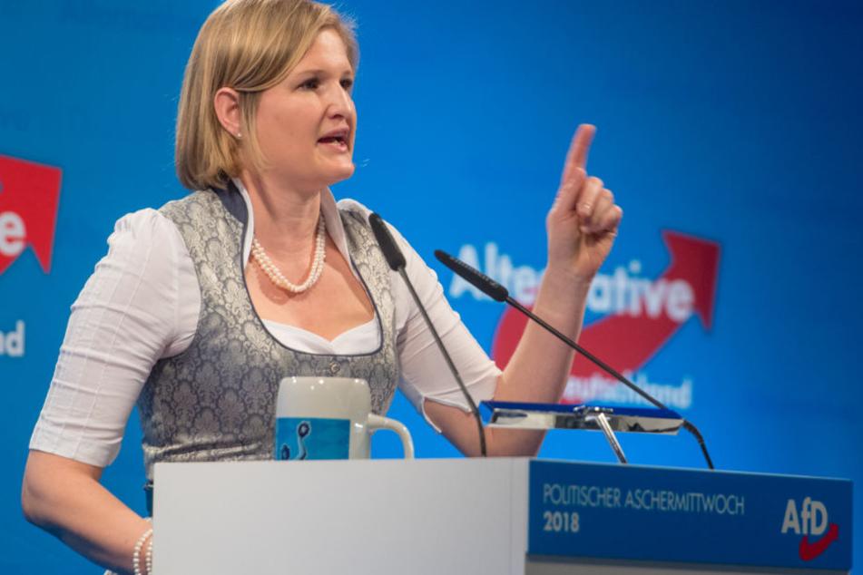 AfD-Fraktionsvorsitzende im Landtag, Katrin Ebner-Steiner, blickt nach vorn. (Archivbild)