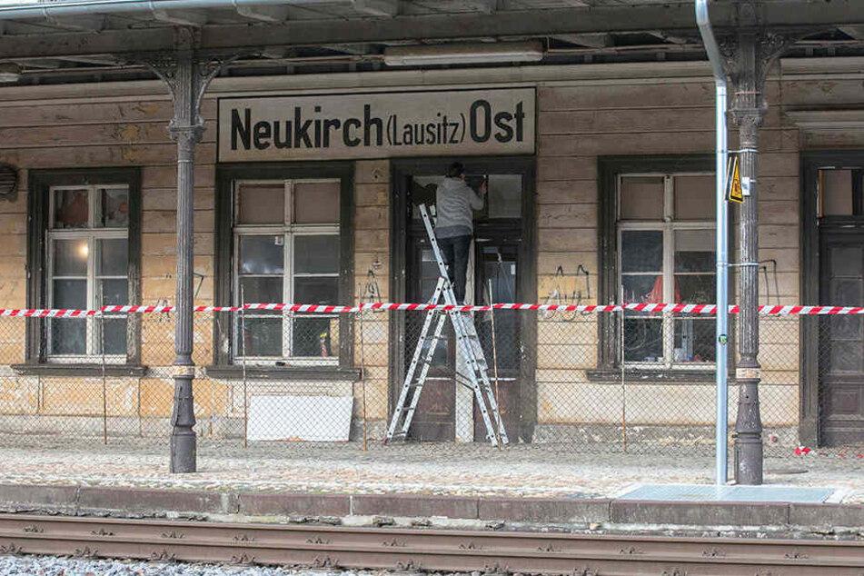Der alte Bahnhof von Neukirch wird derzeit aufgemöbelt.