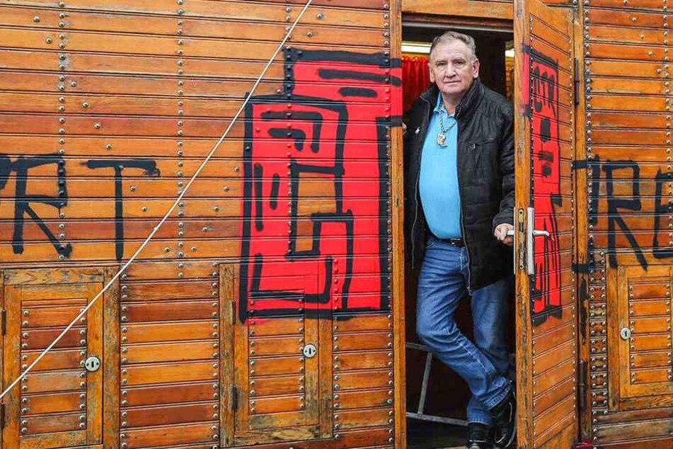 Zirkus-Direktor setzt nach Farbanschlag auf Weihnachts-Circus Kopfgeld aus