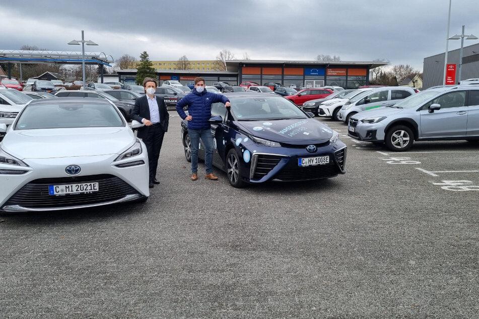 Prof. Thomas von Unwerth (53, l.) und Karl Lötsch (34) präsentieren die Fahrzeuge der neuesten Generation.