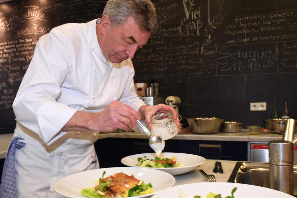 Sternekoch Hans Haas (61) schwingt nicht nur den Kochlöffel, sondern auch den Putzlappen.