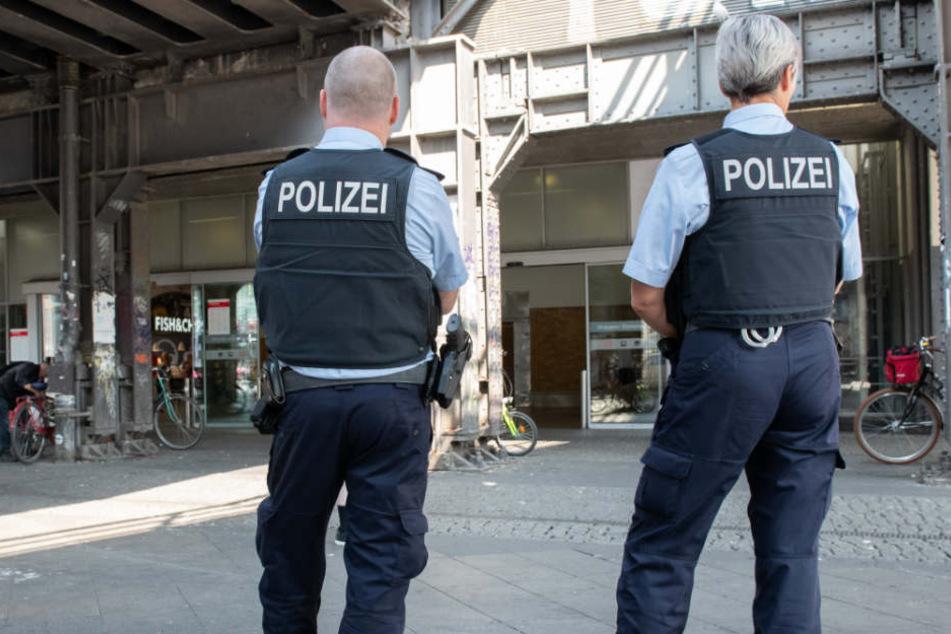Die Polizei fahndet nun nach den Tätern. (Symbolbild)
