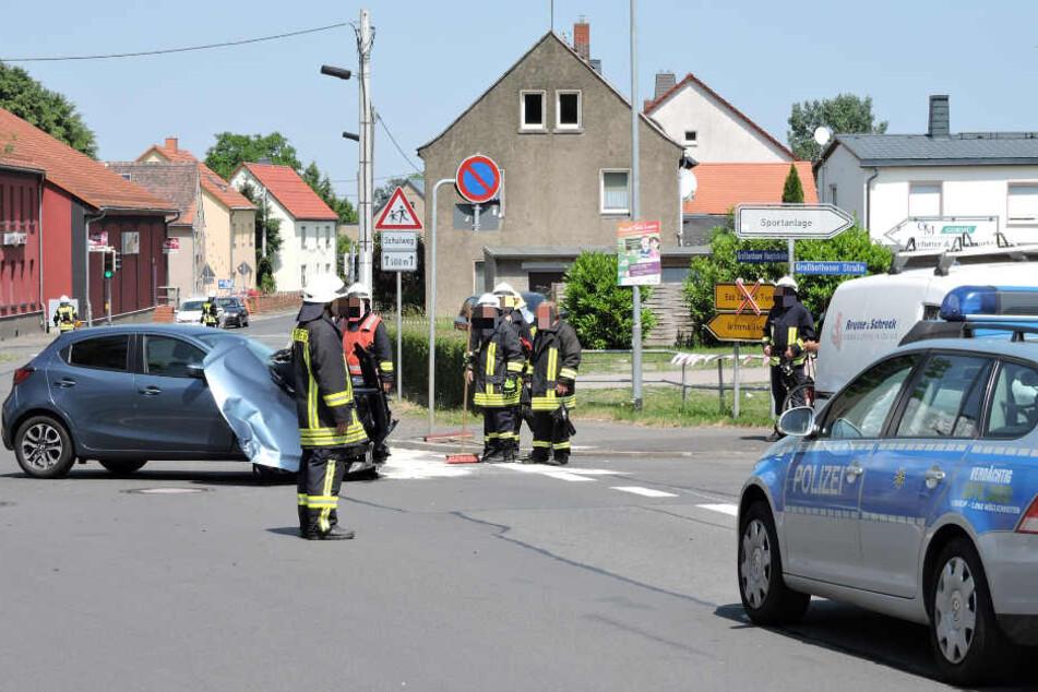 Polizei und Feuerwehr waren vor Ort und sperrten die Unfallstelle ab.