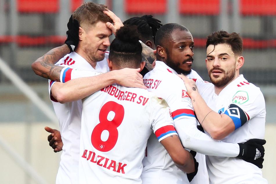 Die Hinrunde gegen Nürnberg ging dank Simon Terodde (links) 1:1 aus.