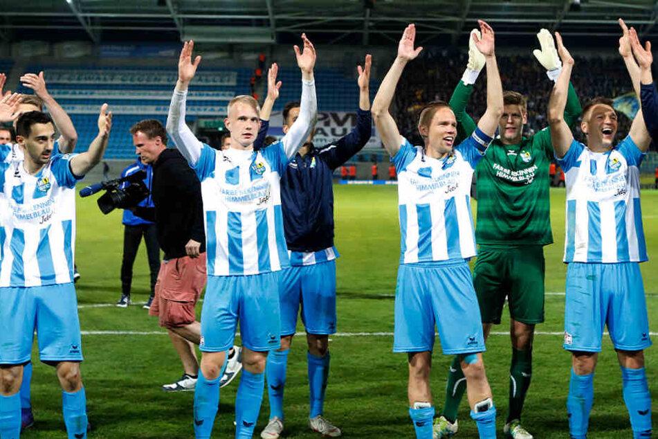 Die Pokalhelden vom CFC feiern den Einzug ins Finale vom Sachsenpokal.