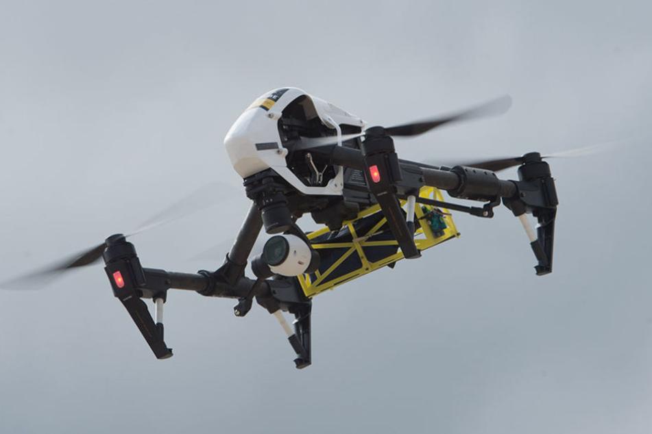 Drohnen können laut Björn Lakenmacher mittlerweile kiloschwere Sprengsätze transportieren. (Symbolbild)