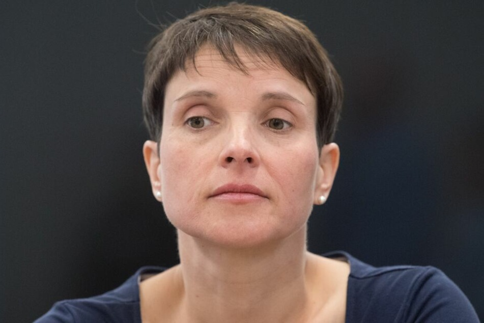 Petry war wegen Steuerhinterziehung und Subventionsbetruges angeklagt worden. Am heutigen Mittwoch fiel das Urteil. Die ehemalige AfD-Chefin wurde freigesprochen.