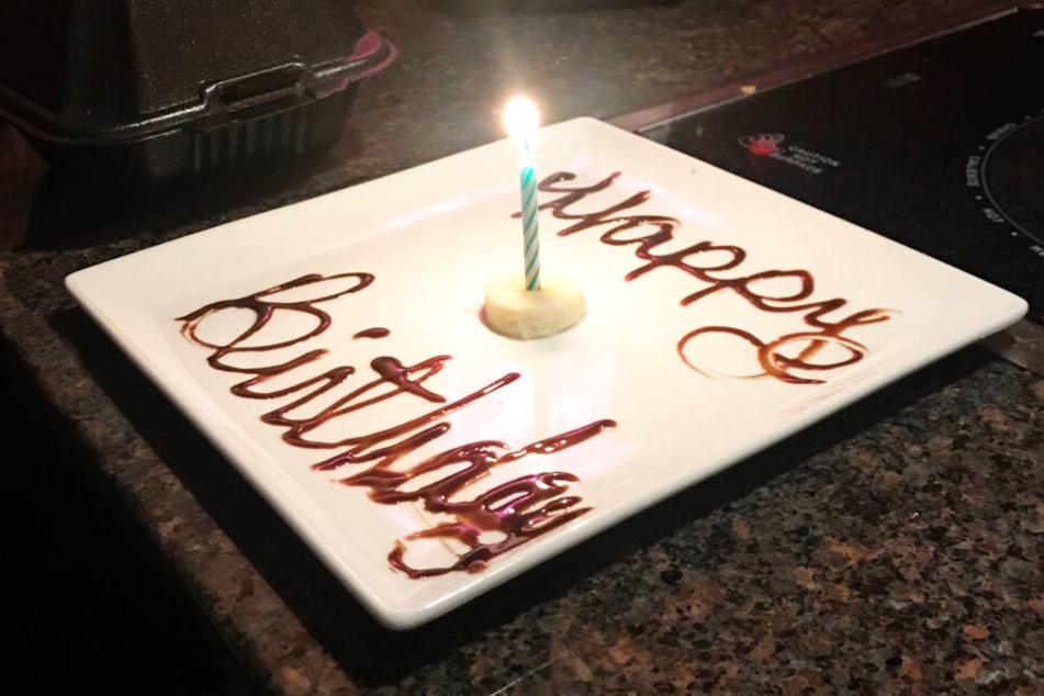 Frech: der Dessertteller bot nur eine Scheibe Banane, etwas Schokoladensoße und ein Kerzchen!