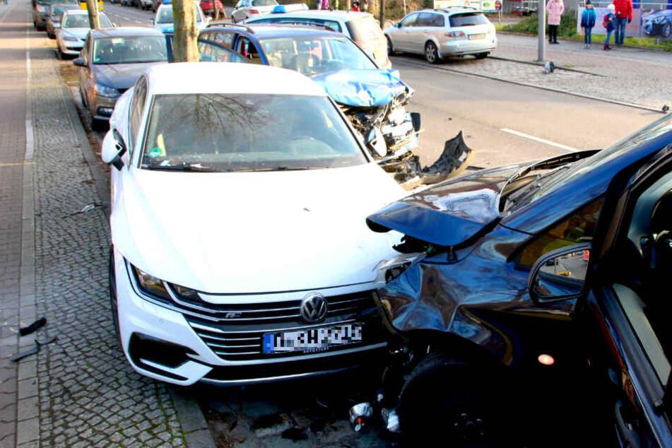 Autos krachen zusammen: Drei Personen teilweise schwer verletzt!