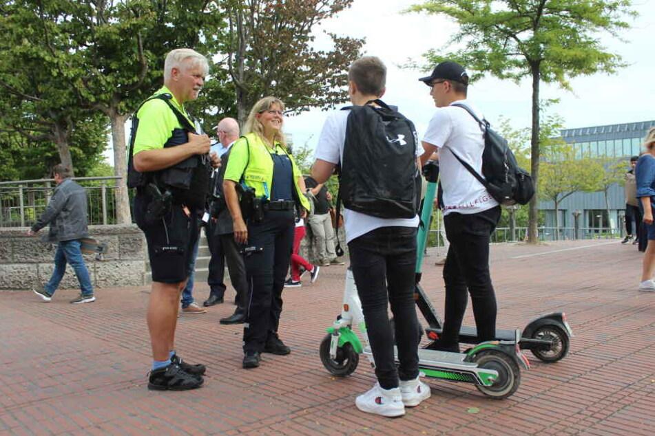 Die Kölner Polizei kontrollierte am Donnerstag gezielt E-Scooter-Fahrer.