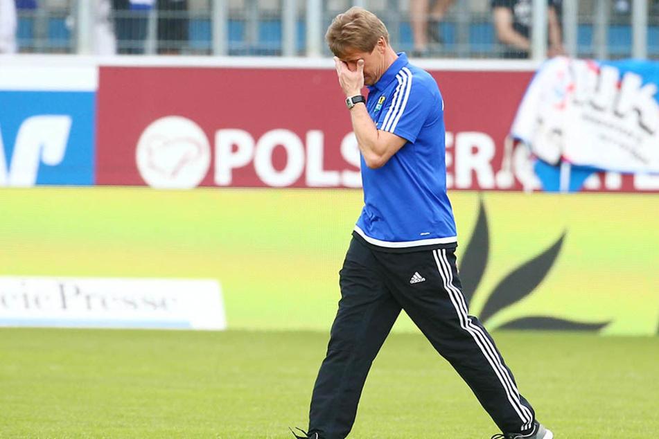 Sichtlich gerührt verabschiedete sich Trainer Sven Köhler von den himmelblauen Fans. Das Sachsenpokal-Finale noch, dann war's das für den 51-Jährigen beim CFC.