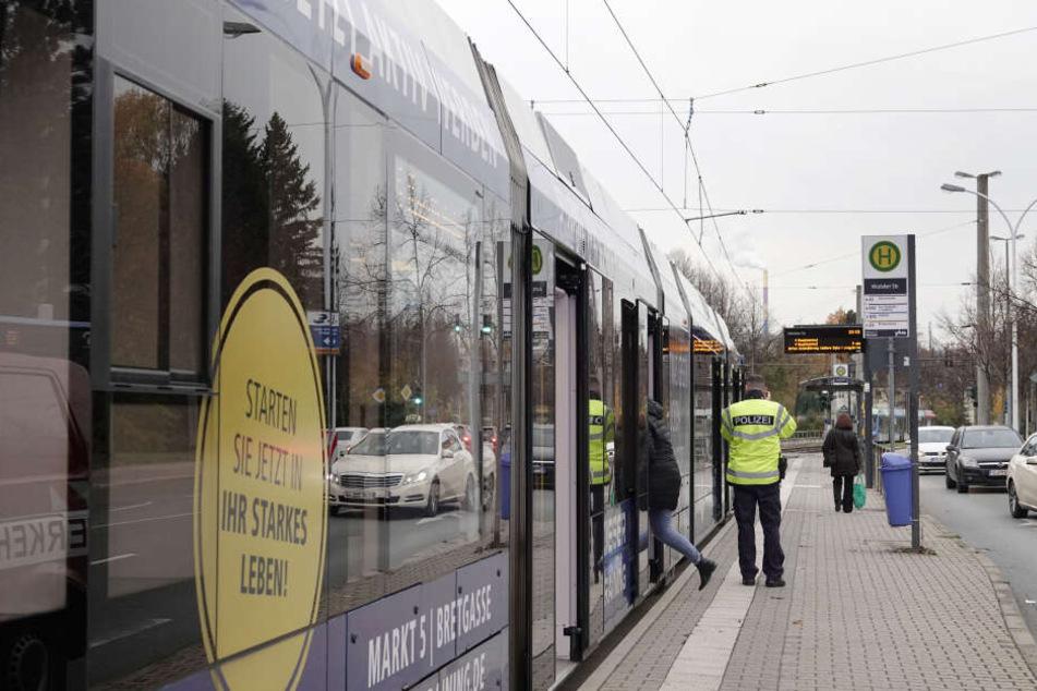"""Der Unfall geschah an der Strassenbahnhaltestelle """"Irkutsker Strasse""""."""