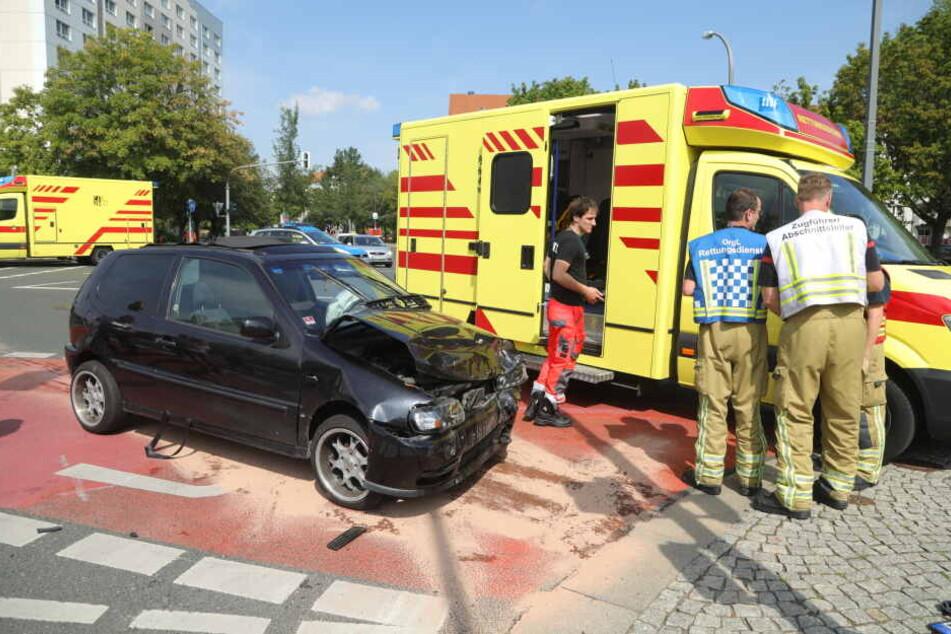 Gegen 10:50 Uhr krachte dieser VW-Polo an der Ecke Budapester Straße/Josephinenstraße in einen linksabbiegenden Ford.
