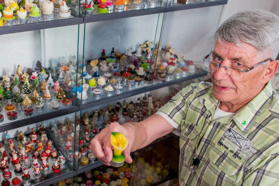 Bernd Goeritz zeigt eines seiner 698 gesammelten Teelichter.