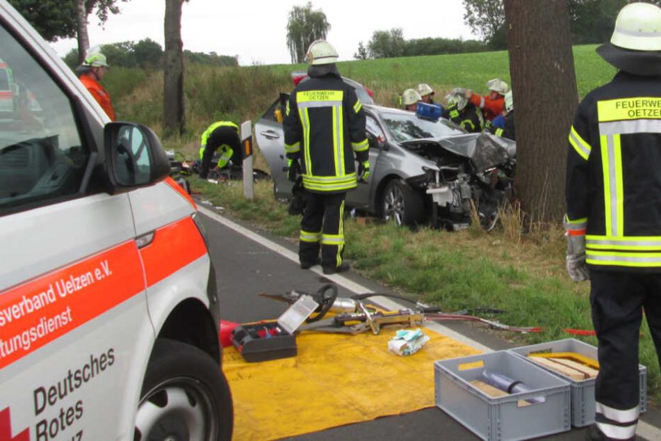Tödlicher Unfall: Mann verliert Kontrolle über Auto, Frau stirbt