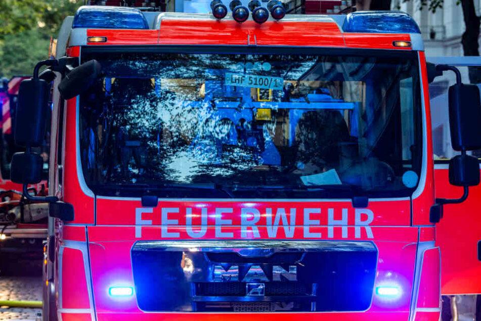 Die Feuerwehr musste zu einer brennenden Hundehütte ausrücken. (Archivbild)