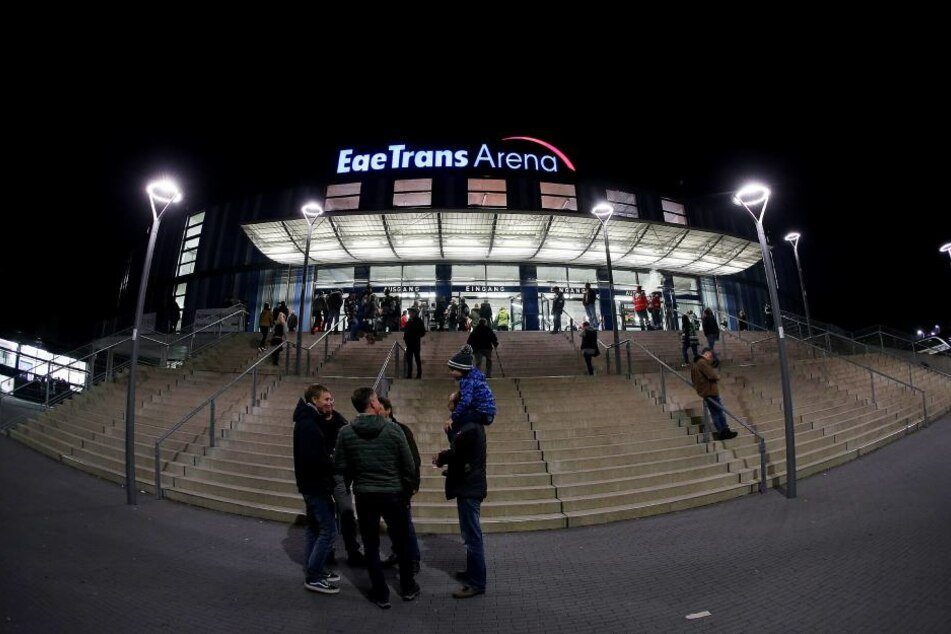 Die EgeTRans Arena musste am Samstagabend evakuiert werden. (Archivbild)