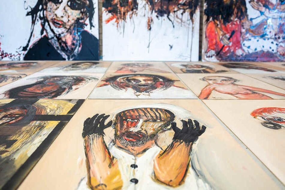 Die oft düster anmutenden Gemälde kommen beim internationalen Publikum gut an.