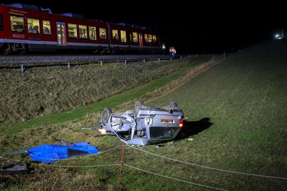 Der Zug konnte nicht mehr bremsen und erfasste das Auto mit den drei Teenagern.