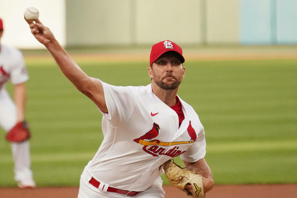 Cardinals starting pitcher Adam Wainwright got his first win of the season as the Cards just got by the Mets to win on Monday night