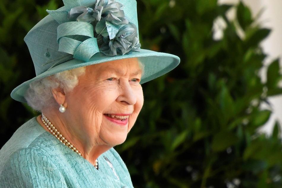 Königin Elisabeth II. von Großbritannien lächelt bei einer Zeremonie anlässlich ihres Geburtstages im Schloss Windsor.