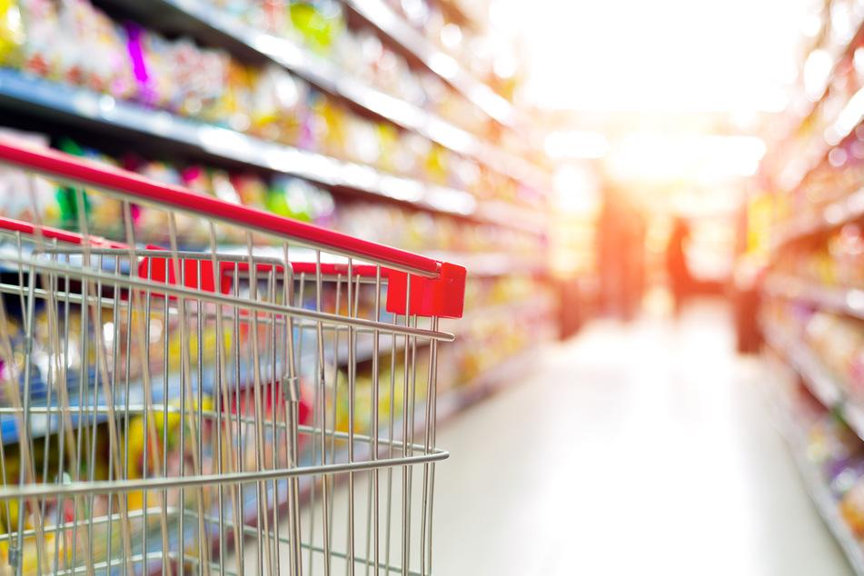 Mitten im Supermarkt, zwischen gefüllten Regalen, wollte sie ihrer großen Liebe das Ja-Wort geben. (Symbolbild)