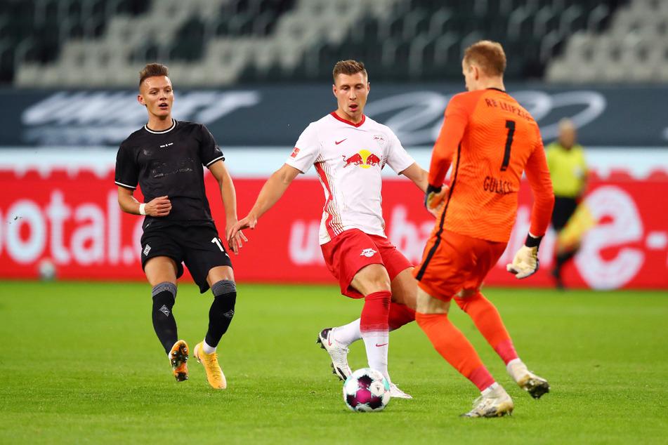 Der Ex-Leipziger Hannes Wolf (21, li.) erzielte im Hinspiel das Tor zum 1:0-Sieg von Borussia Mönchengladbach. (Archivbild)