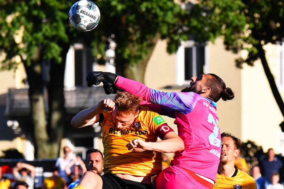 Ohne Rücksicht auf Verluste: Marco Hartmann wird auch künftig keinem Zweikampf aus dem Wege gehen, auch wenn es wie hier gegen Nordhausens Keeper Josip Jokanovic haarig werden kann.