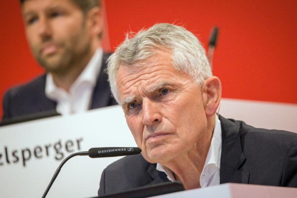 Wolfgang Dietrich (Vordergrund) trat am 15. Juli von seinem Amt als Präsident des VfB Stuttgart zurück.