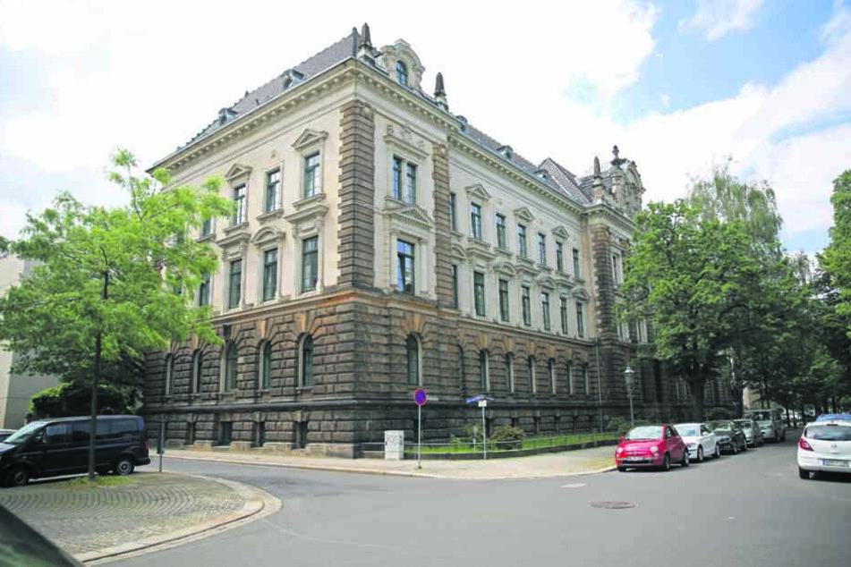 Herrschaftlich anzusehen, aber verseucht: Das Justizministerium im Dresdner  Regierungsviertel.