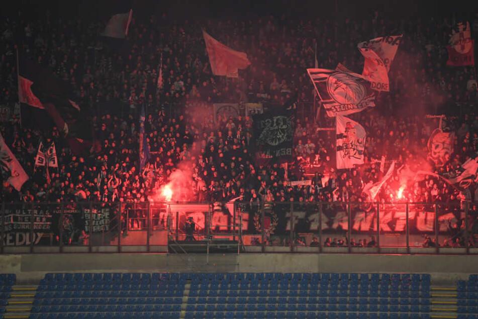 Gigantisch! 13.500 Eintracht-Fans feuerten ihre Mannschaft im San Siro an.