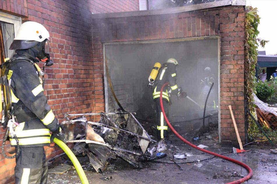 Die Garage brannte komplett aus.