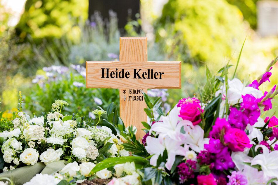 """Blick auf das Grab der """"Traumschiff""""-Schauspielerin Heide Keller."""