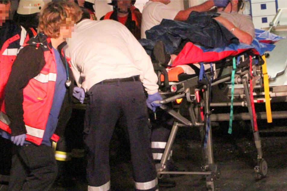 Zwei Männer kamen schwerverletzt ins Krankenhaus (Symbolbild).