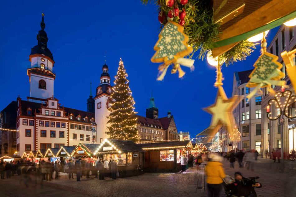 Im MDR-Test landete der Chemnitzer Weihnachtsmarkt auf Platz 4. Radiomoderator Silvio Zschage befragte jeweils 100 Besucher auf 26 Märkten.