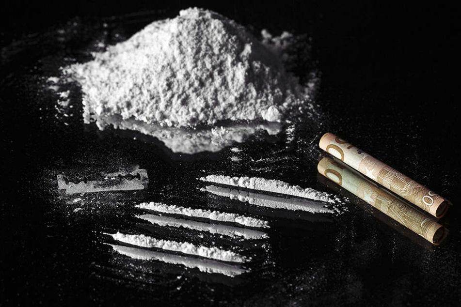 Ein Pärchen in den USA wurde völlig weggetreten am Straßenrand gefunden. Sie hatten eine Überdosis Heroin.