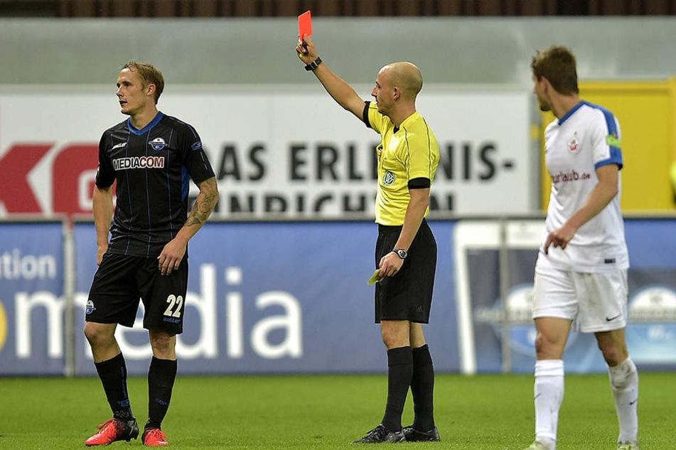 Der Frust sitzt tief: In der Nachspielzeit sah Sven Michel die Gelb-Rote-Karte, weil er den Ball wegschlug.