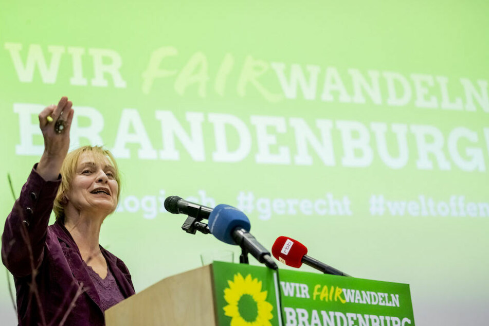 Die Landesvorsitzende der brandenburgischen Grünen, Petra Budke (60), bei der Landesdelegiertenkonferenz in Wildau.