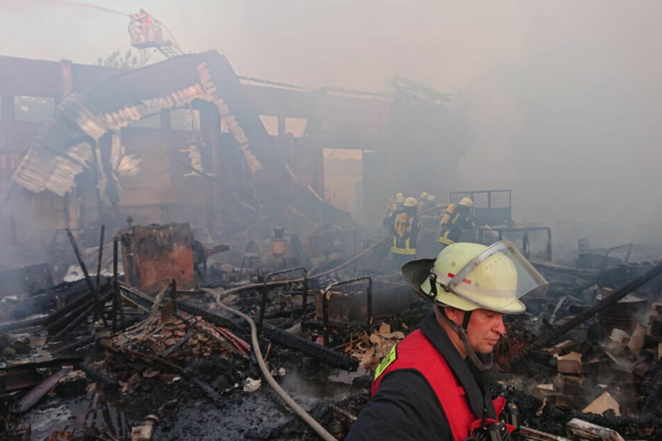 Zu retten gab es bei diesem Lagerhallenbrand in Oschatz nichts.