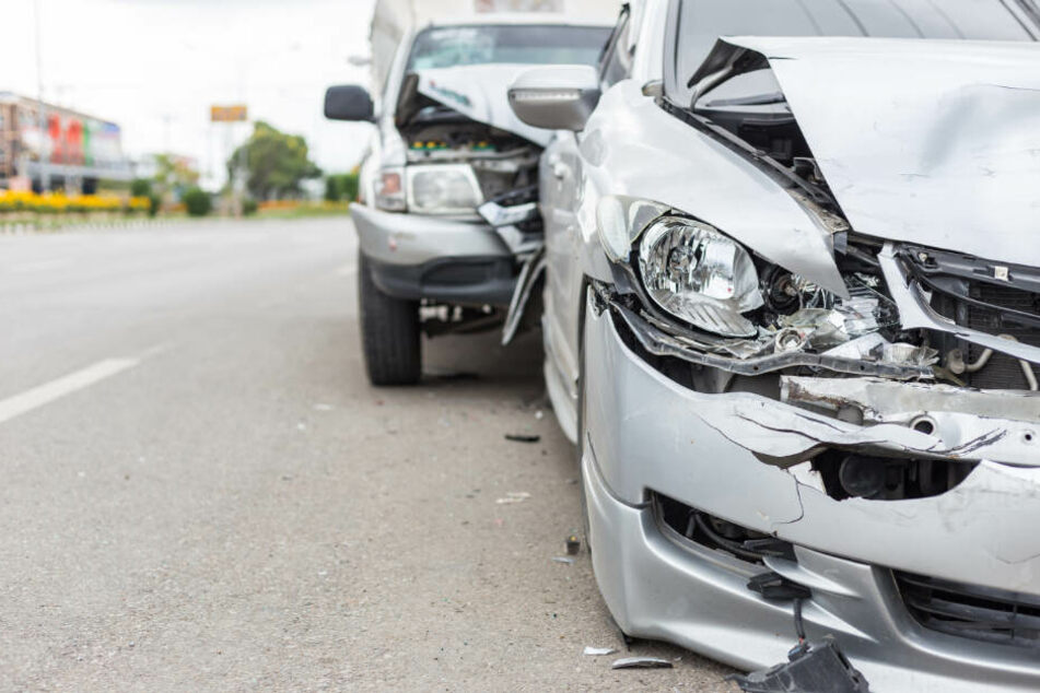 Gesundheitliche Probleme hinterm Steuer: Autofahrer legt Chaos-Fahrt hin