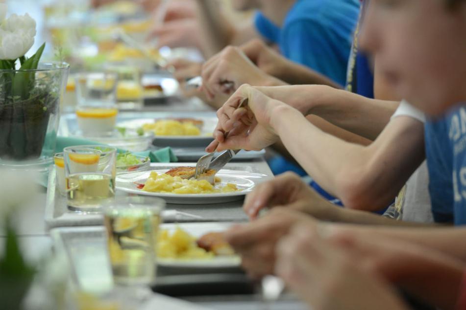 Zusammen mit den Mitschülern essen. Für einige der Schüler unmöglich.