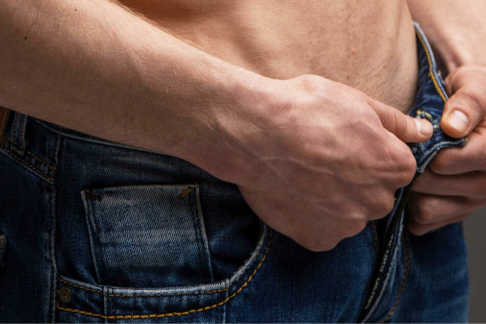 """Es war nicht die berühmte """"einäugige Schlange"""", die der Mann aus seiner Hose zog (Symbolbild)."""