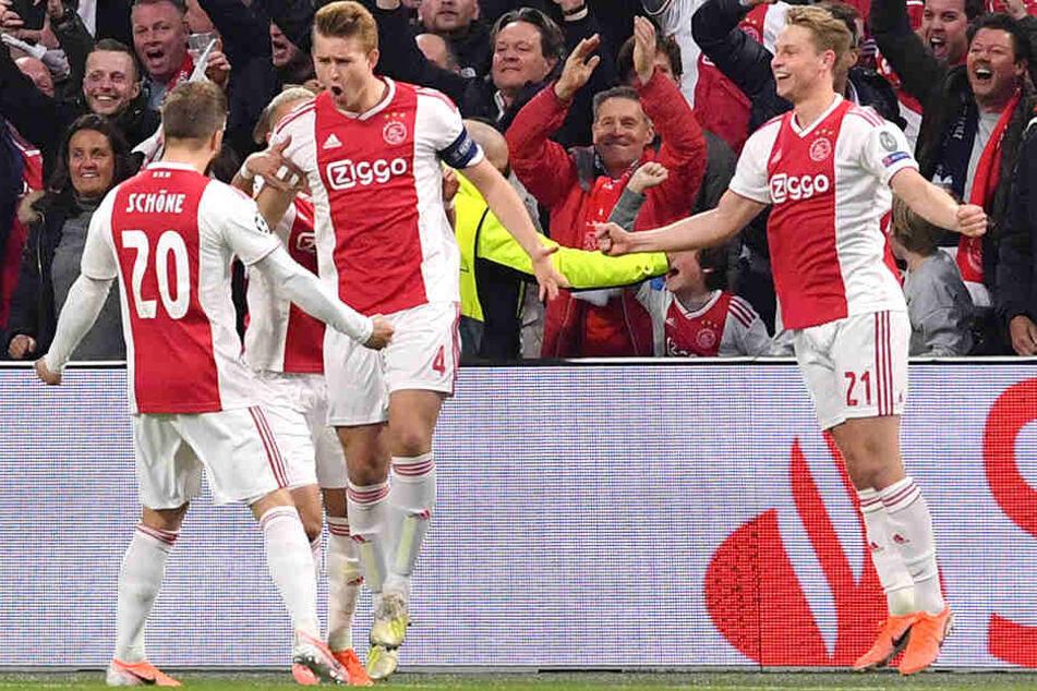 Neben Matthijs de Ligt und Frenkie de Jong hat auch Dolberg-Landsmann Lasse Schöne Ajax Amsterdam verlassen. Schöne spielt jetzt beim FC Genua in der Serie A.
