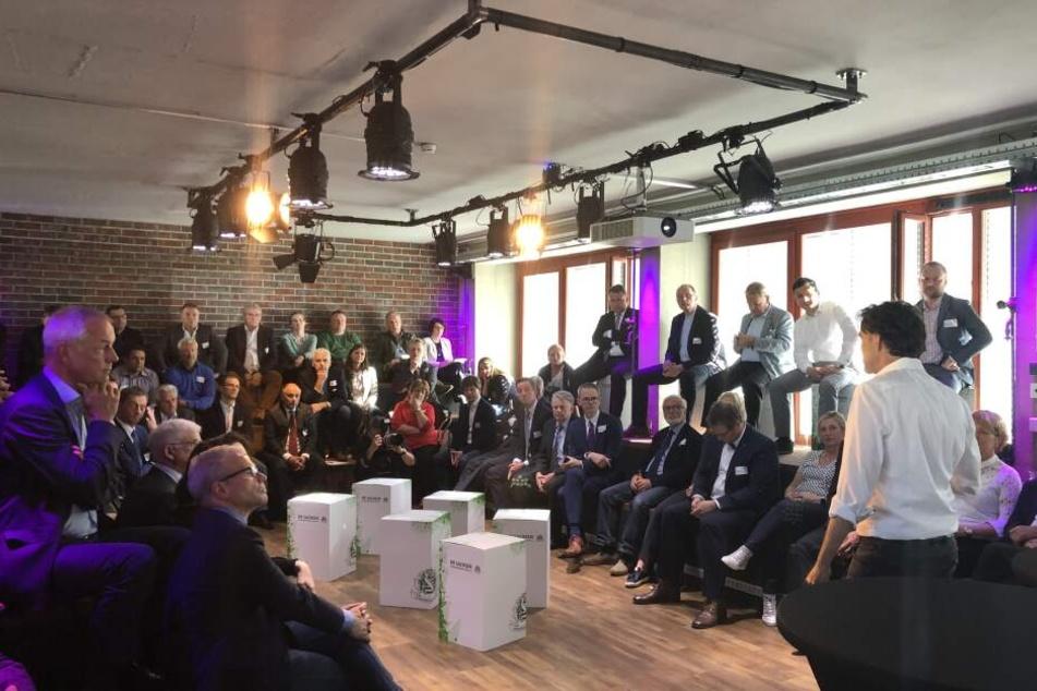 Die Versammlung des Unternehmerverbandes Sachsen im Campus von TAG24.